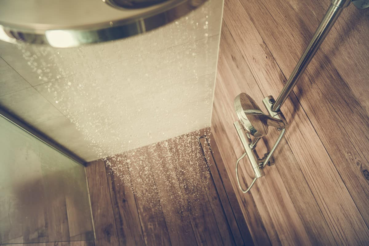 hot-water-shower-cabin-STVF5ZM